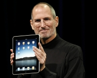 Steve Jobs with iPad 1